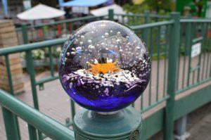 カニのガラス玉