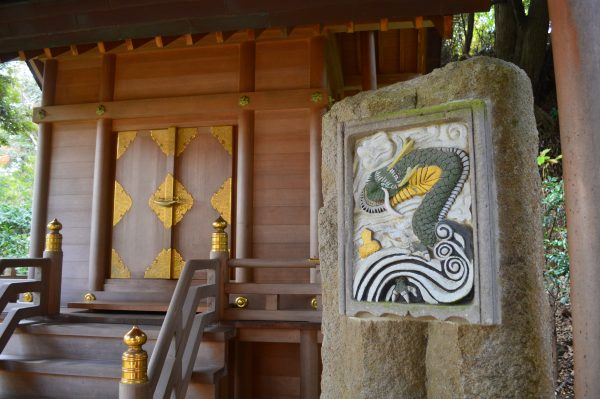 本殿の装飾と龍