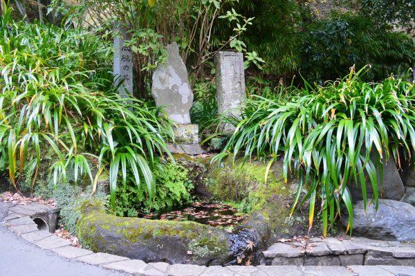 底脱の井の石碑