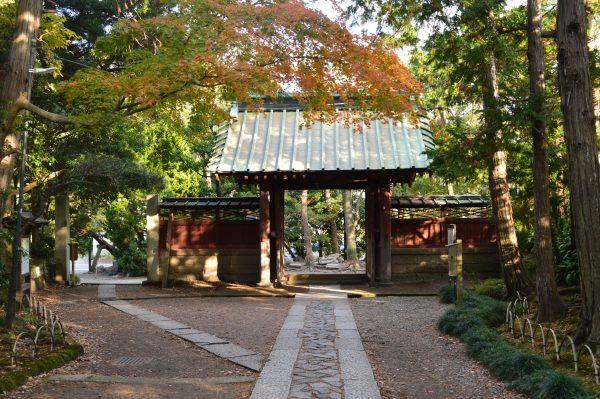寿福寺山門付近