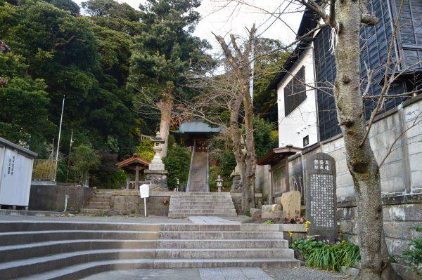 甘縄神明神社の階段