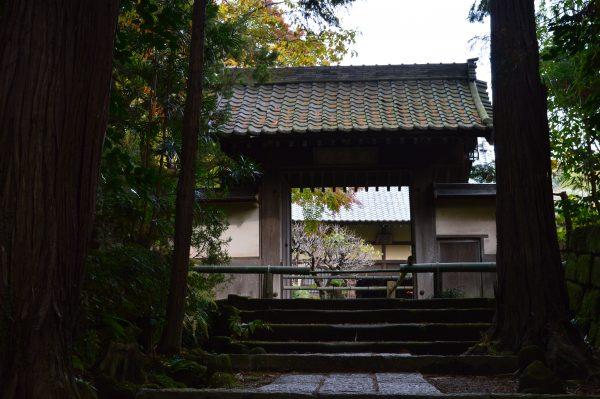 正統院の山門