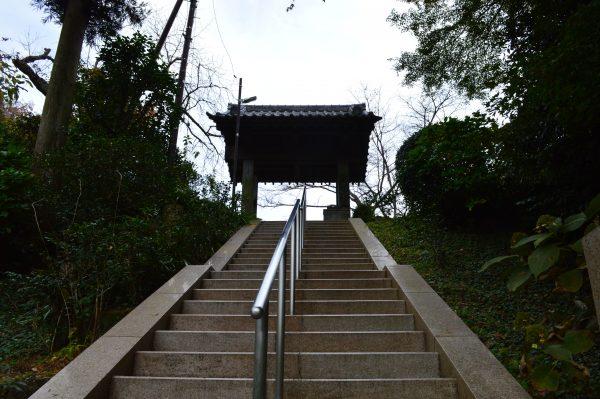 回春院の階段