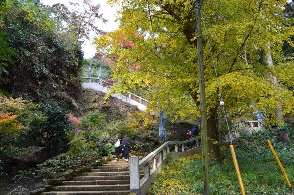 半増坊の階段