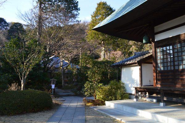 浄妙寺方丈前の広場