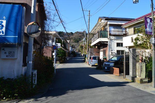 長谷駅から光則寺への道