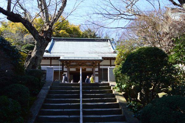 報国寺 本堂前