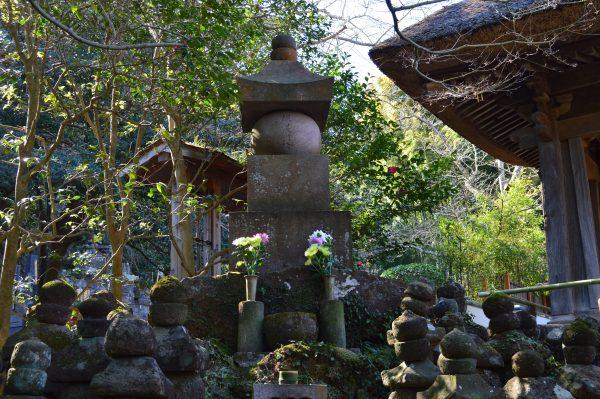報国寺 五輪塔と上杉禅秀の塔婆