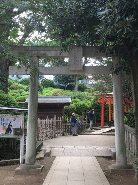 根津神社 千本鳥居入口
