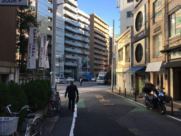 靖国神社へのアクセス 東京大神宮前から目白通りへ